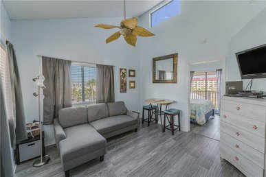 Sandcastle A1, 1 Bedroom, Pool, Balcony, Wifi, Sleeps 4