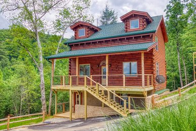 Large Family Smoky Mountain Log Cabin Rental With Brand New Furnishings!
