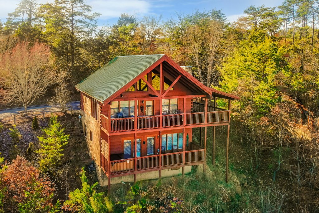 Photo of a Sevierville Cabin named  Eagles On High - This is the first photo in the set.