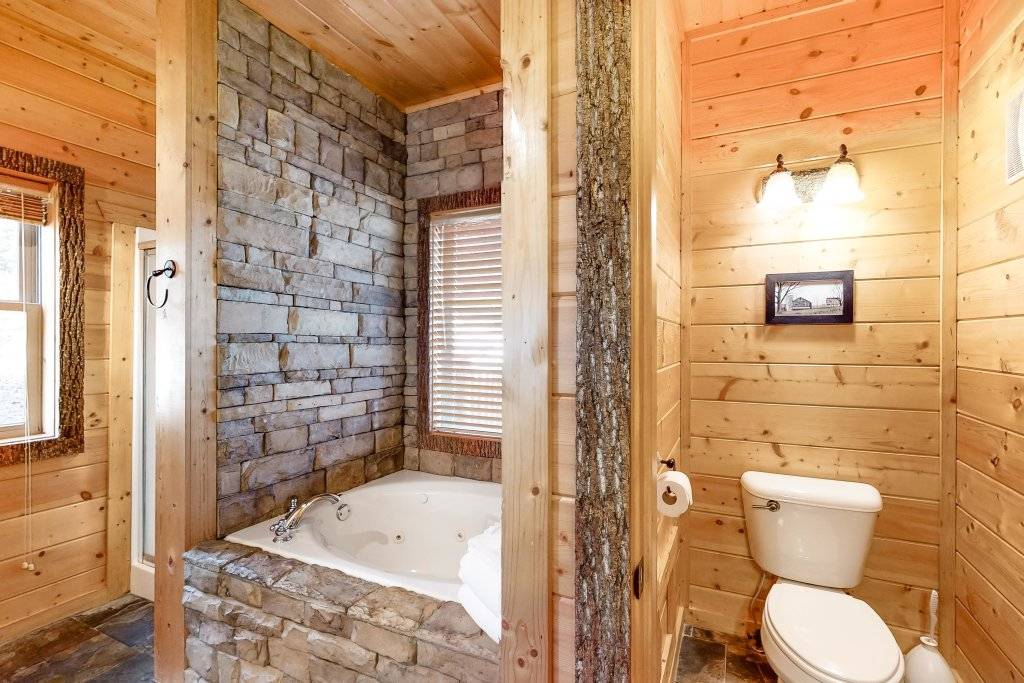 Photo of a Gatlinburg Cabin named Splashing Treehouse - This is the ninth photo in the set.