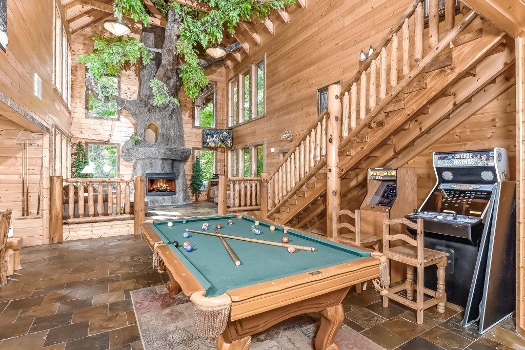 Photo of a Gatlinburg Cabin named Splashing Treehouse - This is the eighteenth photo in the set.