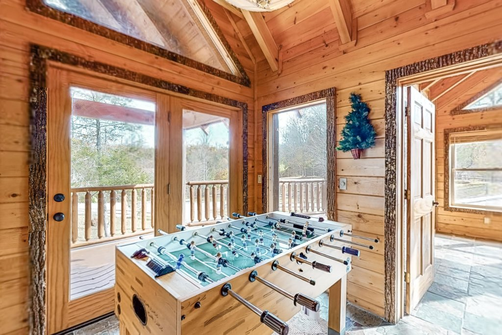 Photo of a Gatlinburg Cabin named Splashing Treehouse - This is the sixteenth photo in the set.