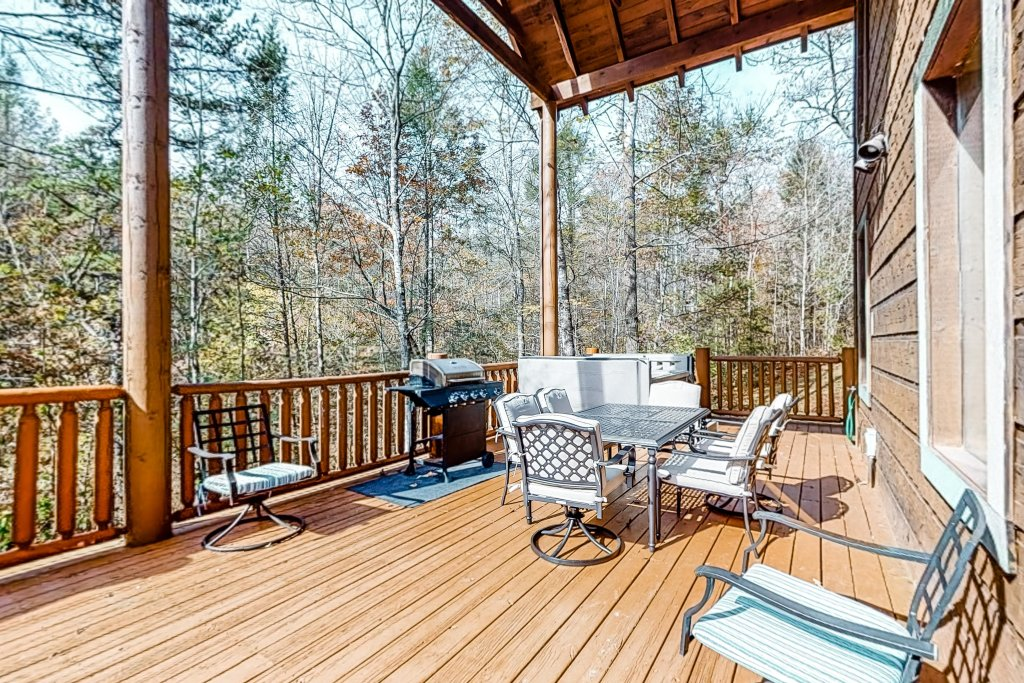 Photo of a Gatlinburg Cabin named Splashing Treehouse - This is the twentieth photo in the set.