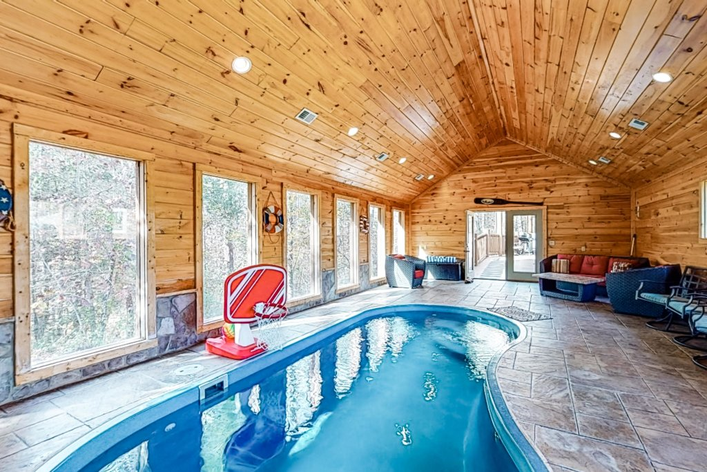 Photo of a Gatlinburg Cabin named Splashing Treehouse - This is the twenty-third photo in the set.