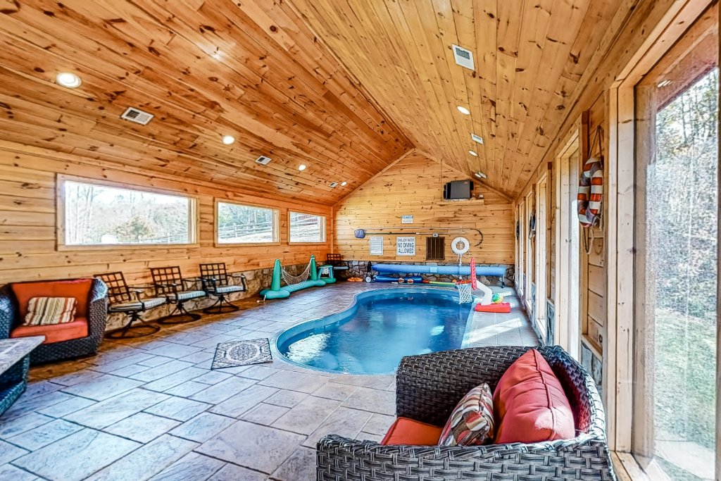 Photo of a Gatlinburg Cabin named Splashing Treehouse - This is the twenty-second photo in the set.