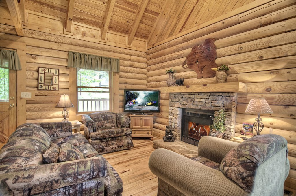 Photo of a Pigeon Forge Cabin named  Three Bears Lodge - This is the second photo in the set.