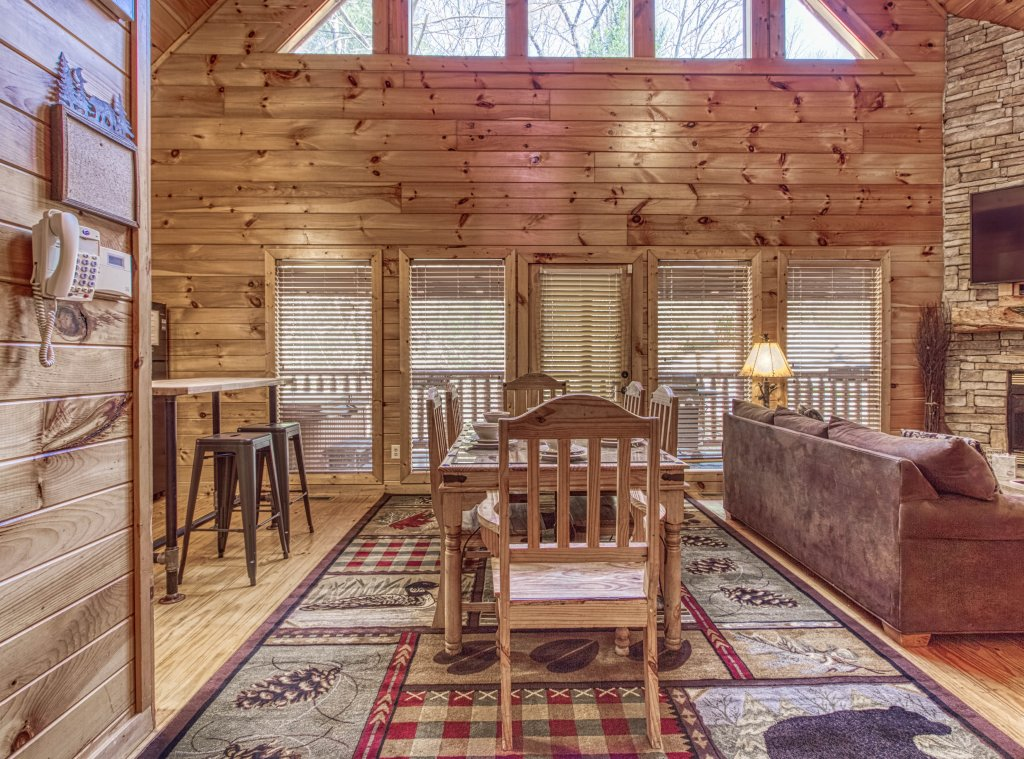 Photo of a Pigeon Forge Cabin named Shamrock Lodge #215 - This is the thirty-second photo in the set.