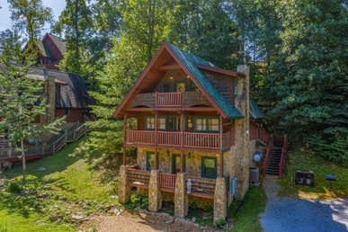 A 2 Bedroom, 2.5 Bath, Deluxe Cabin For 7 On Easy Access Roads, Close To Town.