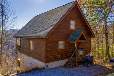 2 Bedroom, 2 Bath Deluxe Cabin For 10 With 2 Jacuzzis & Wood Burning Fireplace.