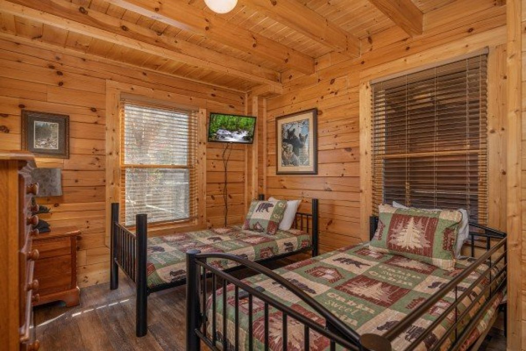 Photo of a Sevierville Cabin named Loving Every Minute - This is the fifteenth photo in the set.