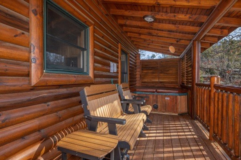 Photo of a Sevierville Cabin named Loving Every Minute - This is the tenth photo in the set.