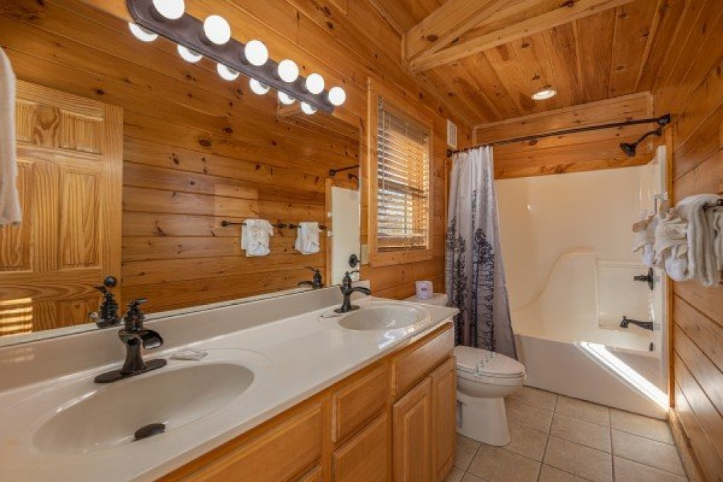 Photo of a Sevierville Cabin named Loving Every Minute - This is the twenty-seventh photo in the set.