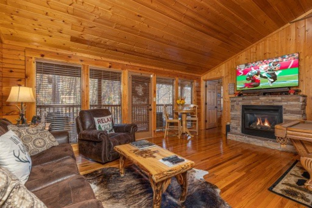 Photo of a Pigeon Forge Cabin named Close At Heart - This is the second photo in the set.