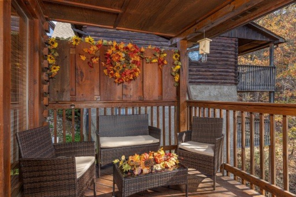 Photo of a Pigeon Forge Cabin named Close At Heart - This is the seventeenth photo in the set.