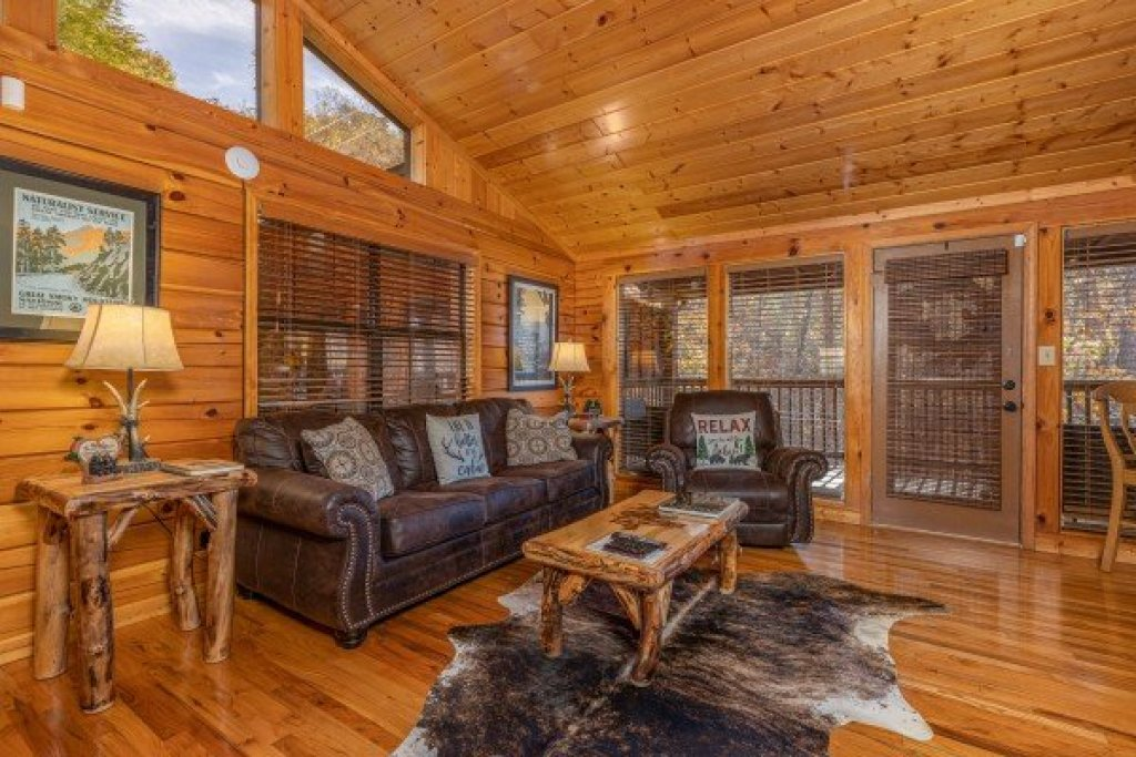 Photo of a Pigeon Forge Cabin named Close At Heart - This is the third photo in the set.