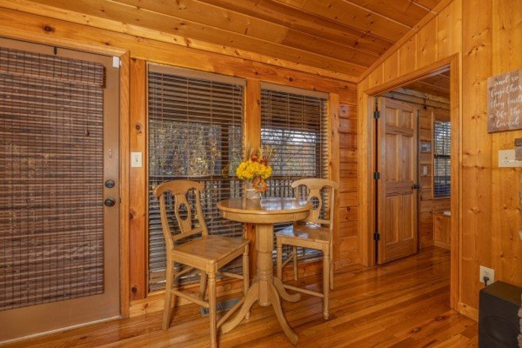 Photo of a Pigeon Forge Cabin named Close At Heart - This is the tenth photo in the set.