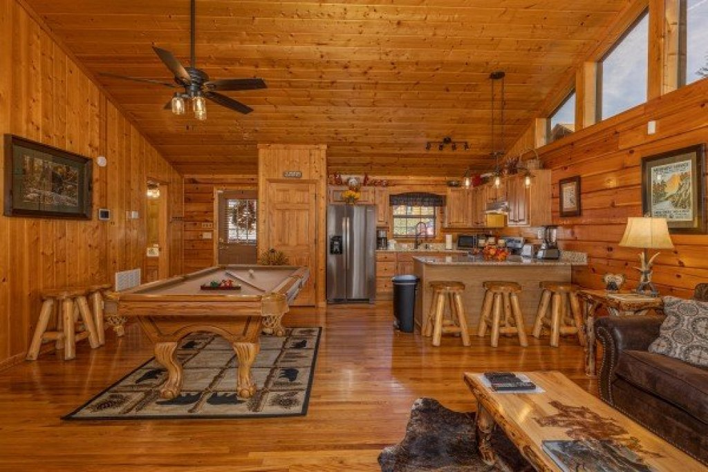 Photo of a Pigeon Forge Cabin named Close At Heart - This is the sixth photo in the set.