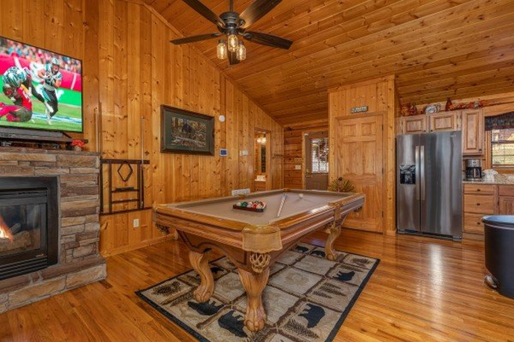 Photo of a Pigeon Forge Cabin named Close At Heart - This is the fifth photo in the set.
