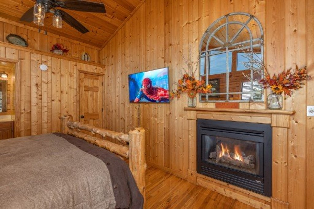 Photo of a Pigeon Forge Cabin named Close At Heart - This is the twelfth photo in the set.