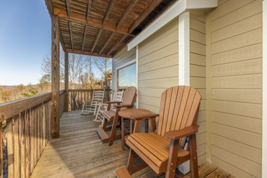 Photo of a Gatlinburg Cabin named Le Bear Chalet - This is the forty-second photo in the set.