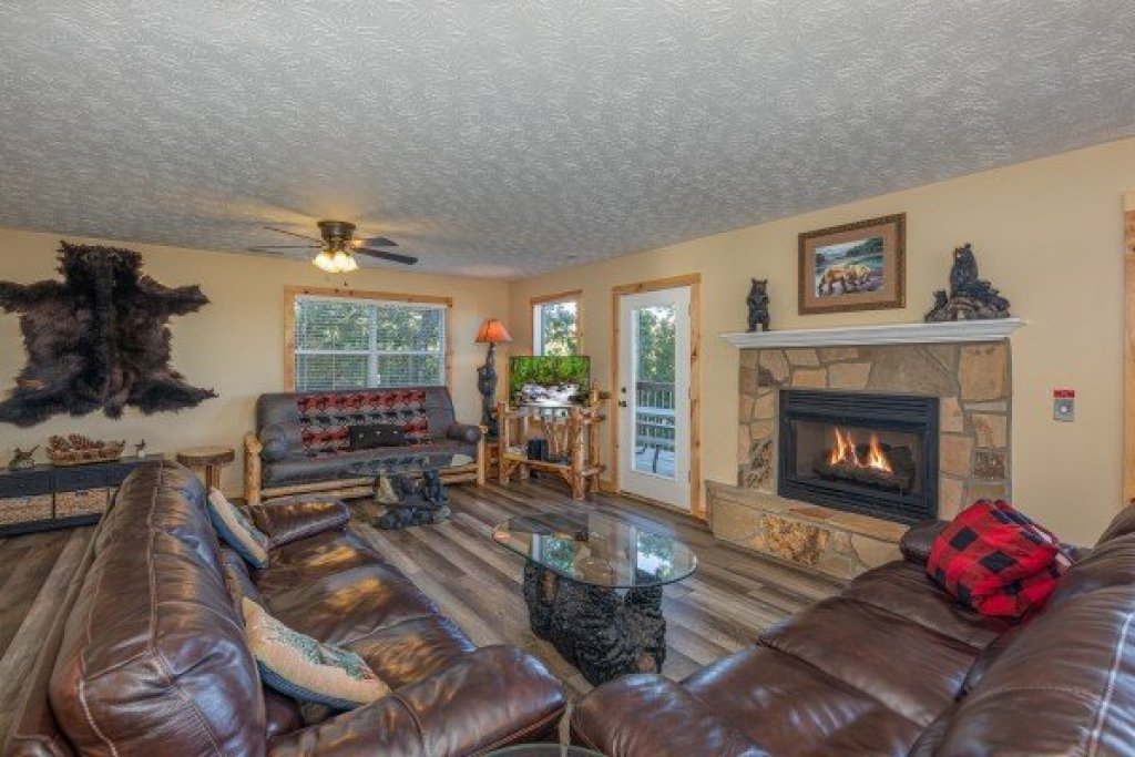 Photo of a Gatlinburg Cabin named Le Bear Chalet - This is the second photo in the set.