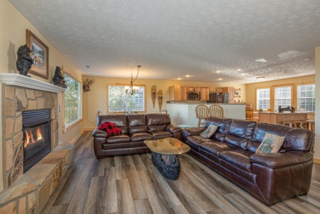 Photo of a Gatlinburg Cabin named Le Bear Chalet - This is the third photo in the set.