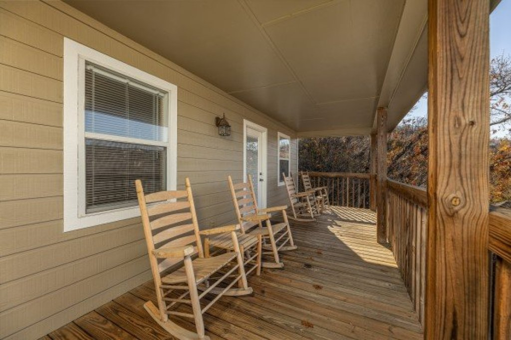 Photo of a Gatlinburg Cabin named Le Bear Chalet - This is the nineteenth photo in the set.