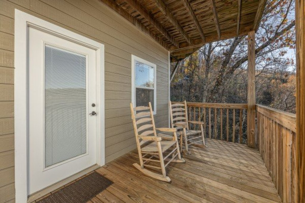 Photo of a Gatlinburg Cabin named Le Bear Chalet - This is the forty-third photo in the set.