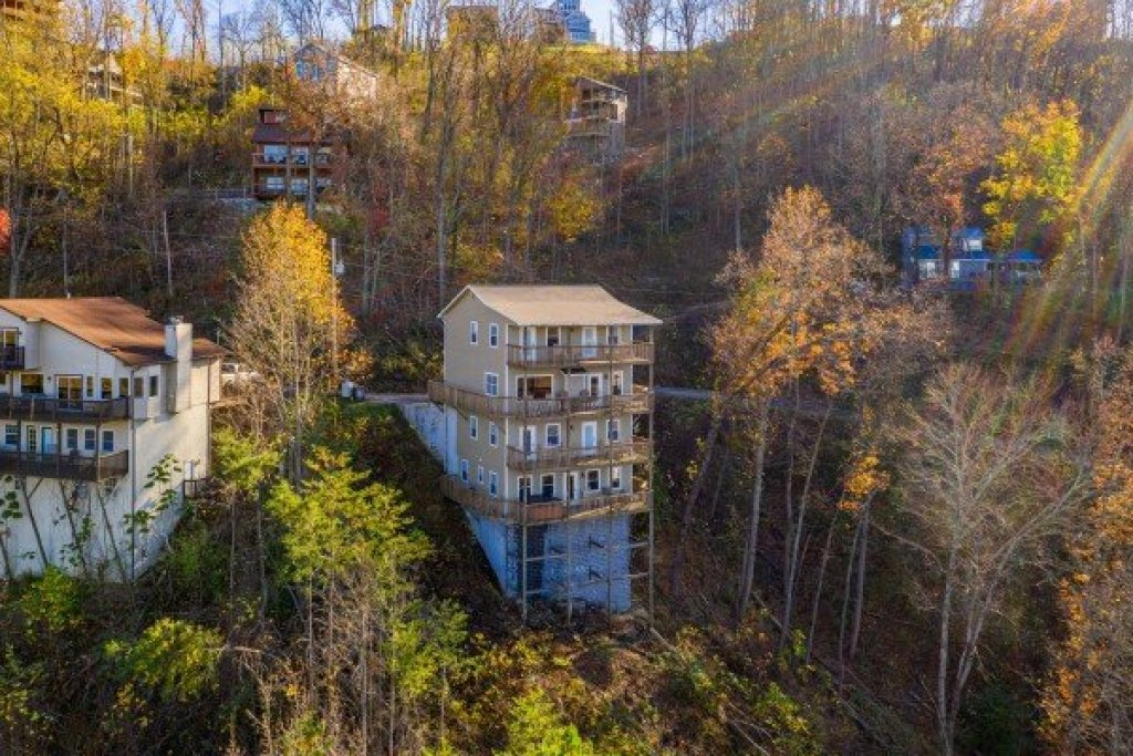 Photo of a Gatlinburg Cabin named Le Bear Chalet - This is the forty-sixth photo in the set.