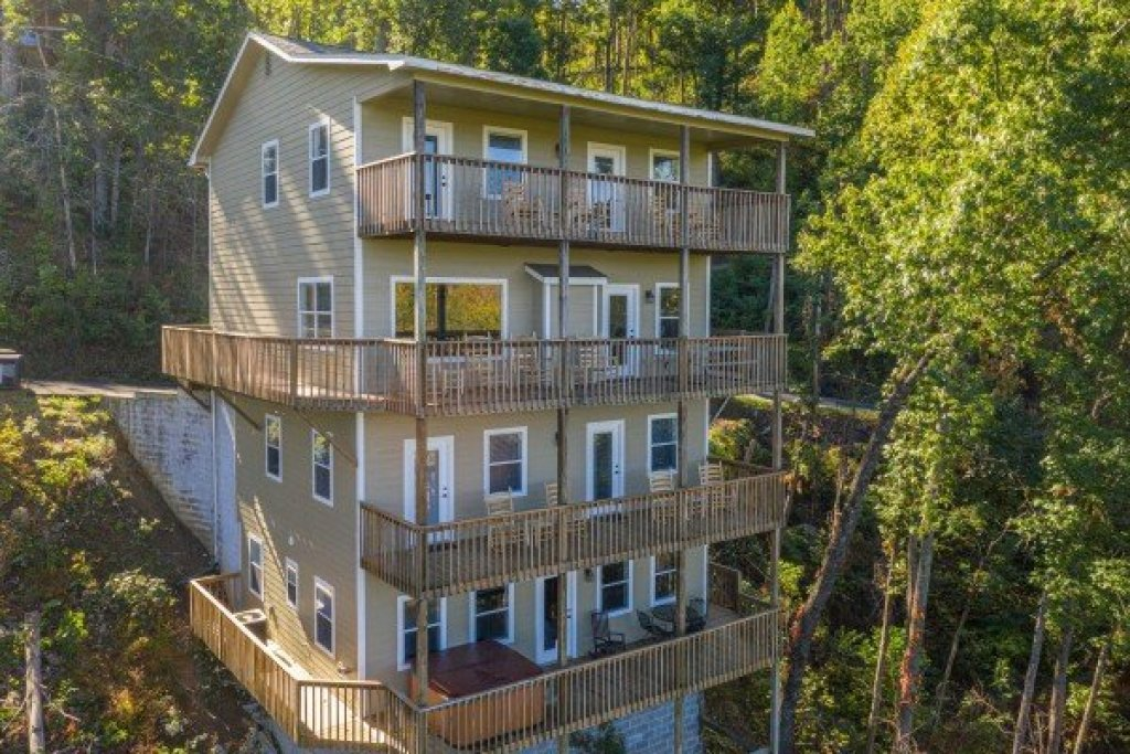 Photo of a Gatlinburg Cabin named Le Bear Chalet - This is the forty-fifth photo in the set.