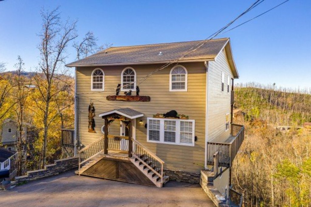 Photo of a Gatlinburg Cabin named Le Bear Chalet - This is the forty-seventh photo in the set.