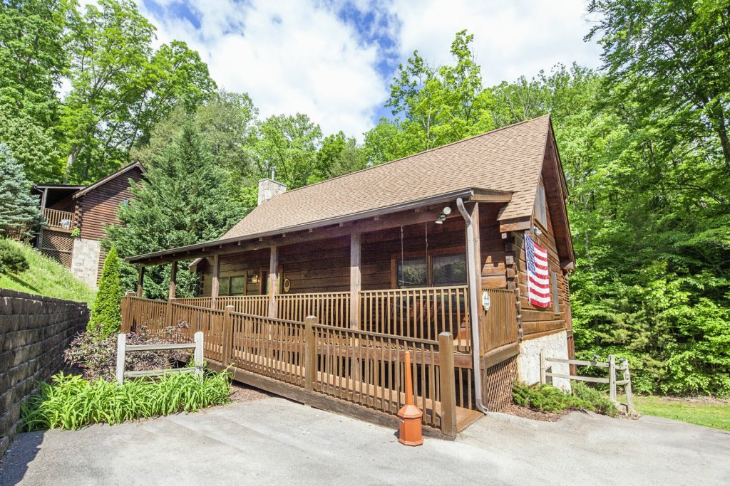 Photo of a Pigeon Forge Cabin named  George's - This is the first photo in the set.