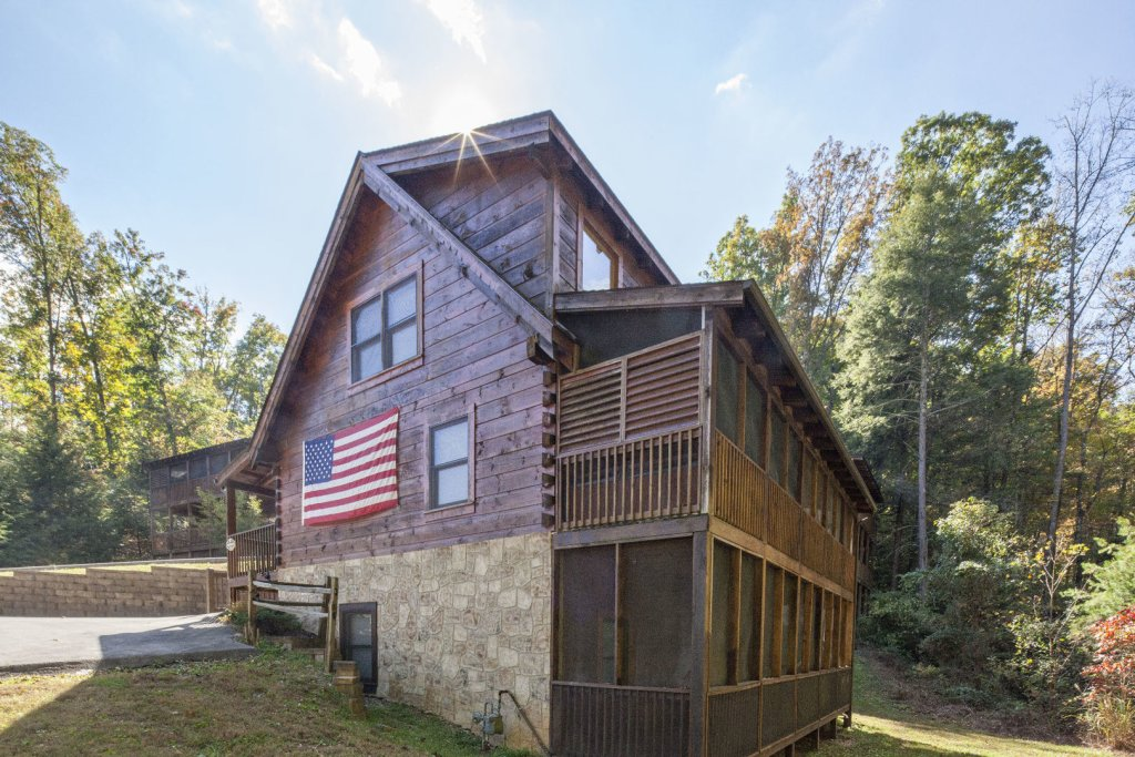 Photo of a Pigeon Forge Cabin named  George's - This is the sixteenth photo in the set.