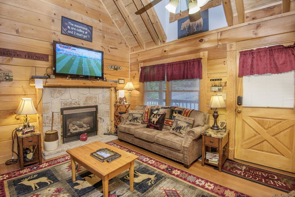 Photo of a Pigeon Forge Cabin named  Making Memories - This is the second photo in the set.