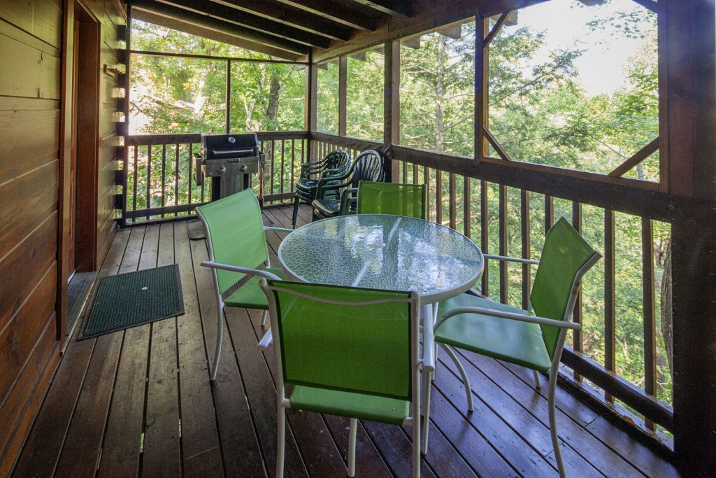 Photo of a Pigeon Forge Cabin named  Making Memories - This is the fourteenth photo in the set.