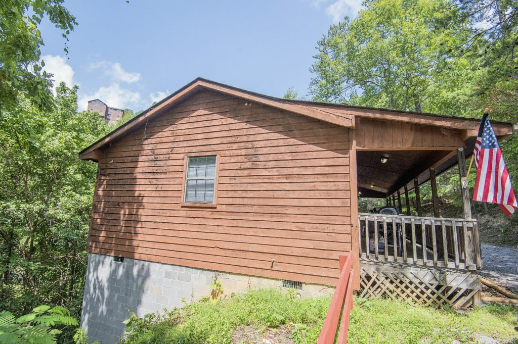 Photo of a Pigeon Forge Cabin named Happy Hours - This is the seventeenth photo in the set.