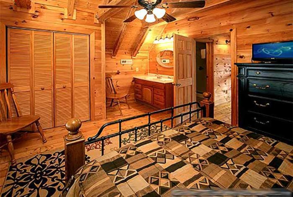 Photo of a Pigeon Forge Cabin named Sunset Mountain View - This is the fourteenth photo in the set.