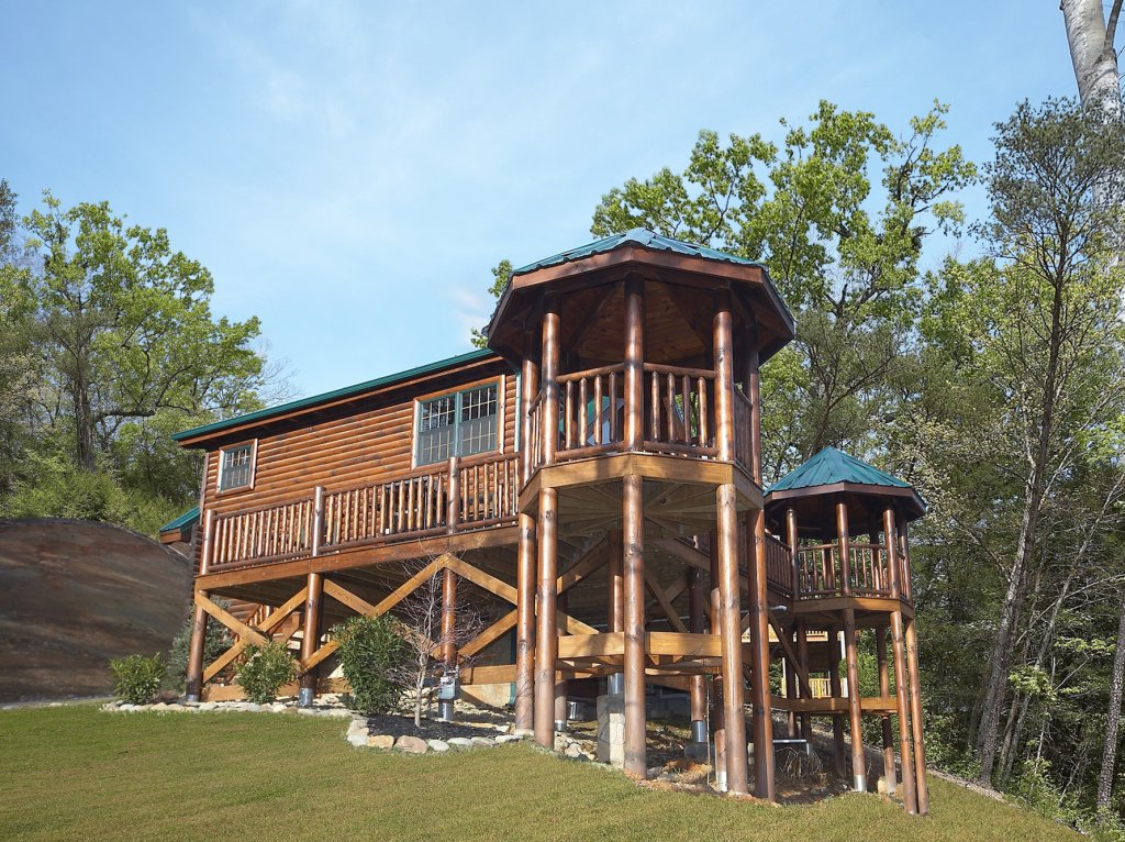 Photo of a Gatlinburg Cabin named Fontana - This is the first photo in the set.