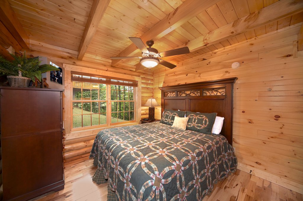 Photo of a Gatlinburg Cabin named Fontana - This is the tenth photo in the set.