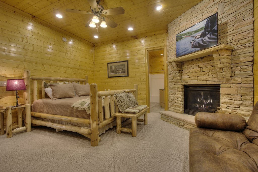 Photo of a Pigeon Forge Cabin named Birds Creek Mansion #650 - This is the seventh photo in the set.
