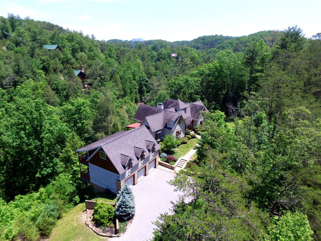 Photo of a Pigeon Forge Cabin named Birds Creek Mansion #650 - This is the forty-fourth photo in the set.