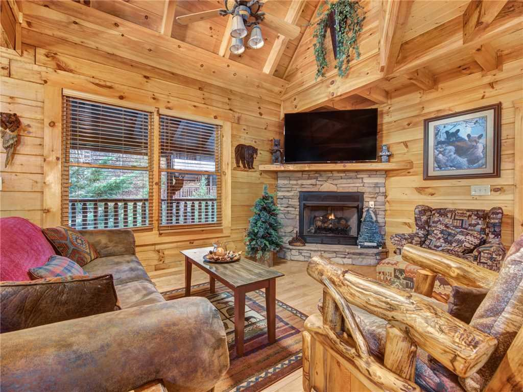 Photo of a Pigeon Forge Cabin named Firefly Nights - This is the second photo in the set.