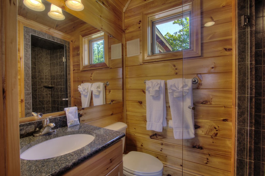Photo of a Pigeon Forge Cabin named Birds Creek Mansion #650 - This is the forty-eighth photo in the set.