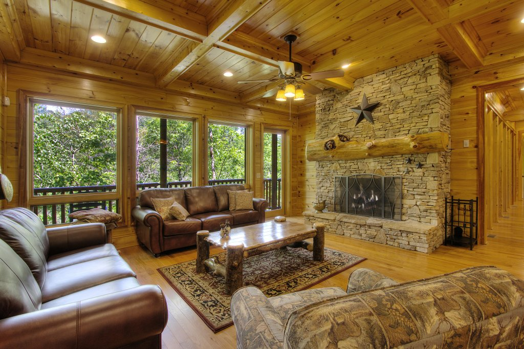 Photo of a Pigeon Forge Cabin named Birds Creek Mansion #650 - This is the seventy-sixth photo in the set.