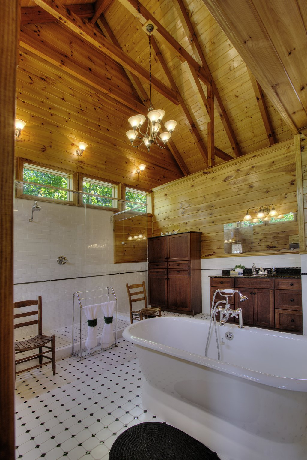 Photo of a Pigeon Forge Cabin named Birds Creek Mansion #650 - This is the forty-third photo in the set.