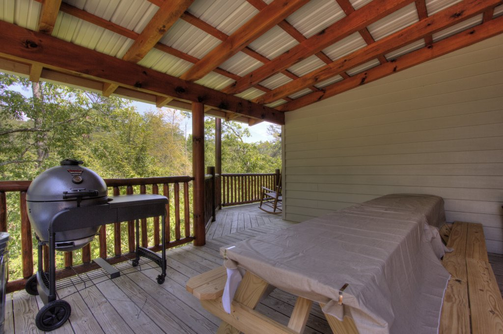 Photo of a Pigeon Forge Cabin named Birds Creek Mansion #650 - This is the twenty-seventh photo in the set.