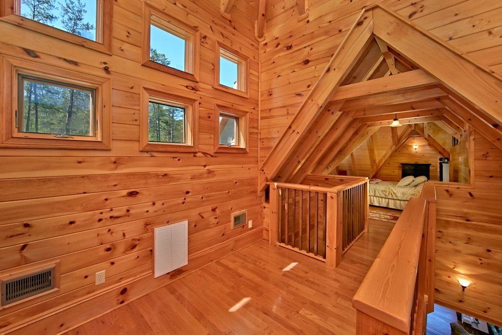 Photo of a Pigeon Forge Cabin named Birds Creek Mansion #650 - This is the ninety-fourth photo in the set.