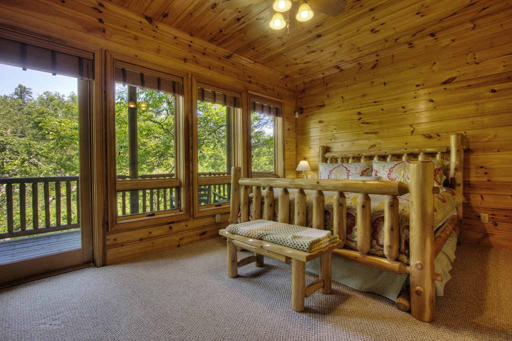 Photo of a Pigeon Forge Cabin named Birds Creek Mansion #650 - This is the eighty-fourth photo in the set.