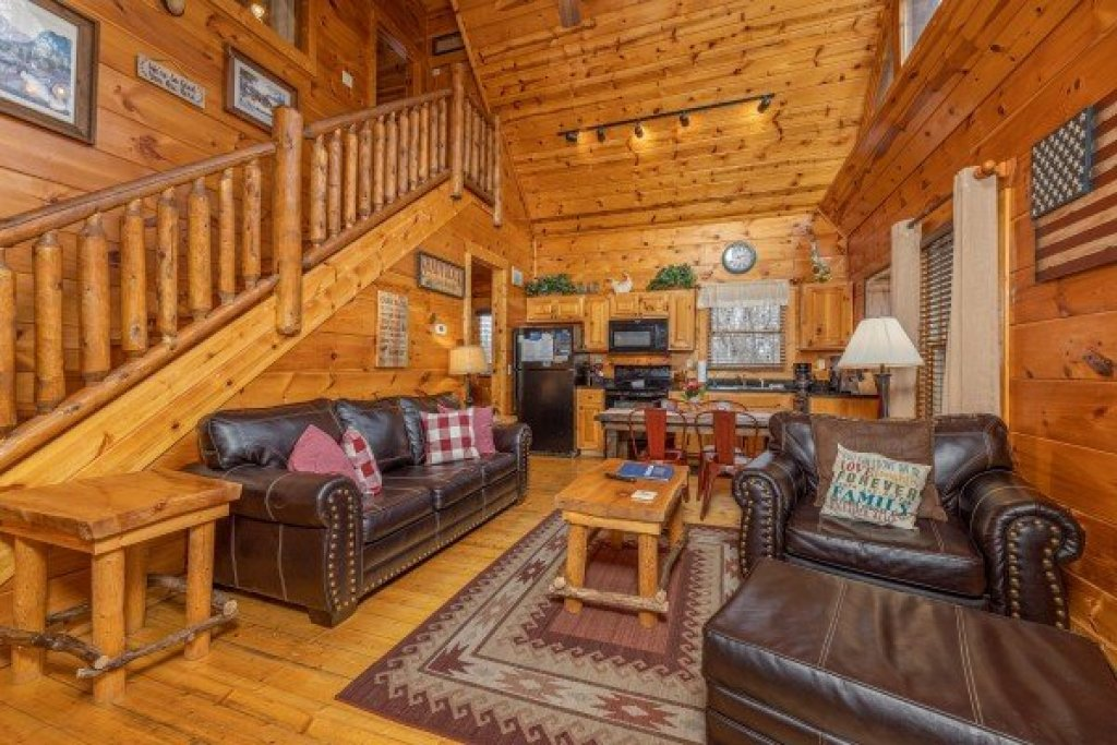 Photo of a Gatlinburg Cabin named Dragonfly - This is the third photo in the set.