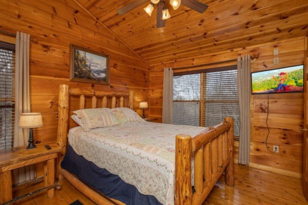 Photo of a Gatlinburg Cabin named Dragonfly - This is the thirteenth photo in the set.